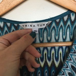 Trina Turk Tops - Trina Turk blue print knit top Size small